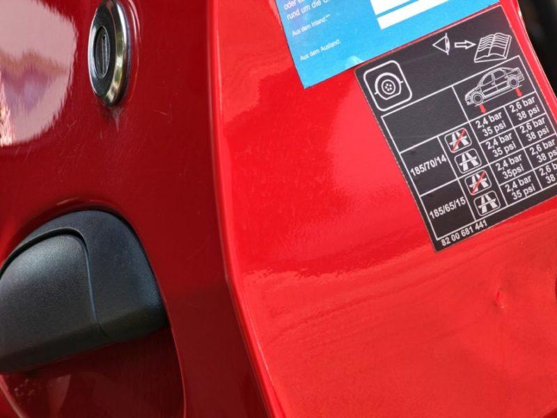 etiquette automobile